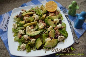 Салат микс с авокадо и тунцом Изображение