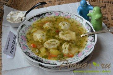 Суп с пельменями и картошкой Изображение