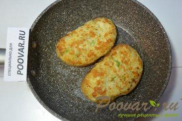 Горячие бутерброды с луком, сыром и яйцом Шаг 7 (картинка)
