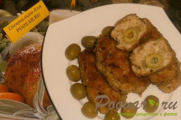 Куриные котлеты с луком и оливками Изображение