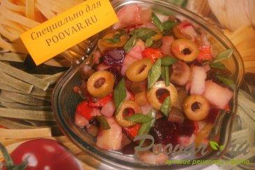 Винегрет овощной с грибами и оливками Изображение