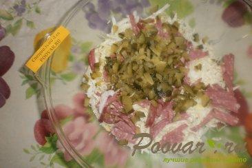 Салат из пекинской капусты с колбасой и огурцами Шаг 3 (картинка)