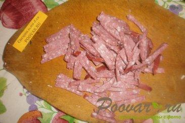 Салат из пекинской капусты с колбасой и огурцами Шаг 2 (картинка)