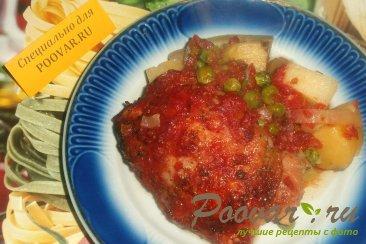 Курица с картофелем в томате Изображение