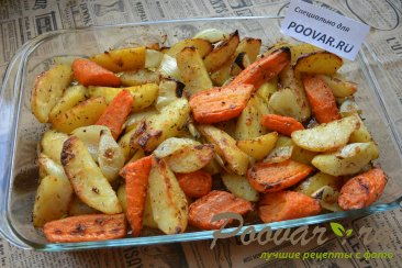 Картофель с морковью и луком в духовке Изображение