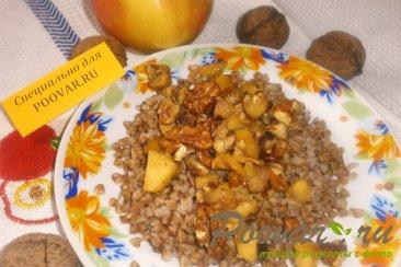 Гречка с яблоками и орехами Изображение