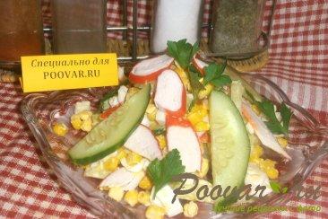 Салат из крабовых палочек и огурца Изображение