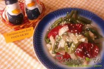 Фасоль стручковая с луком и вялеными помидорами Изображение