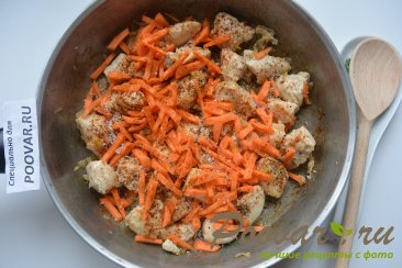 Картофель тушенный с курицей Шаг 7 (картинка)