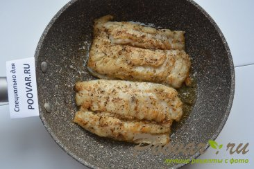 Жареная рыба на сковороде с замороженными овощами Шаг 4 (картинка)