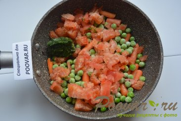 Жареная рыба на сковороде с замороженными овощами Шаг 5 (картинка)