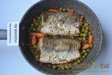 Жареная рыба на сковороде с замороженными овощами Шаг 7 (картинка)