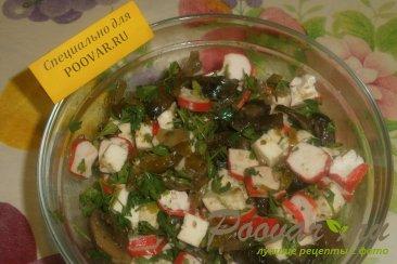 Салат из крабовых палочек с сыром и грибами Шаг 8 (картинка)