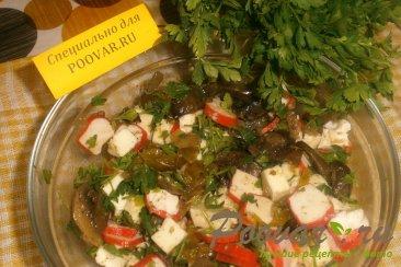 Салат из крабовых палочек с сыром и грибами Шаг 9 (картинка)