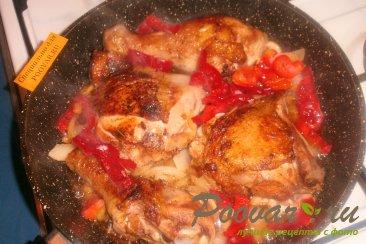 Жареная курица с луком, грибами и перцем Шаг 9 (картинка)