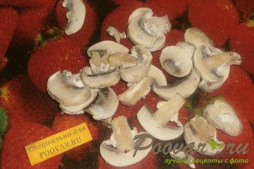 Жареная курица с луком, грибами и перцем Шаг 7 (картинка)