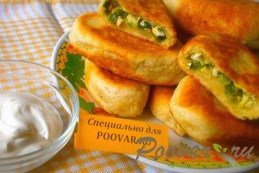Пирожки с луком и яйцом на кефире Изображение