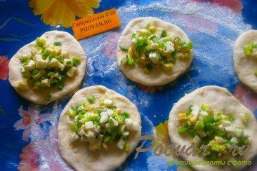 Пирожки с луком и яйцом на кефире Шаг 9 (картинка)