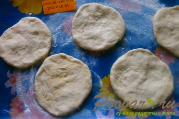 Пирожки с луком и яйцом на кефире Шаг 8 (картинка)