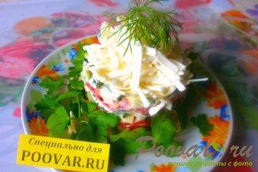 Салат из огурцов, помидоров и плавленого сыра Изображение