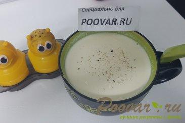 Суп с курицей грибами и сливками Изображение