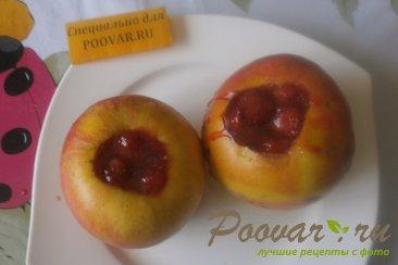 Яблоки запечённые, фаршированные клубникой Шаг 6 (картинка)