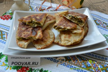 Ругувачки Болгарские с творогом и грибами (чебуреки) Изображение