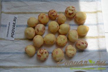 Молодая картошка жареная на сковороде целиком Шаг 2 (картинка)