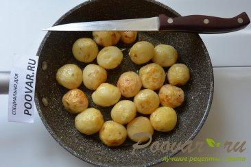 Молодая картошка жареная на сковороде целиком Шаг 5 (картинка)