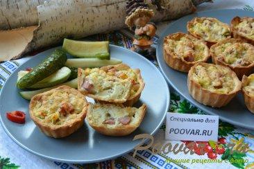 Корзиночки из слоеного теста с картофелем и сосисками Изображение