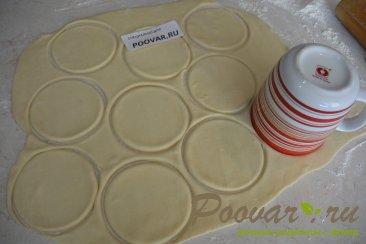 Корзиночки из слоеного теста с картофелем и сосисками Шаг 5 (картинка)