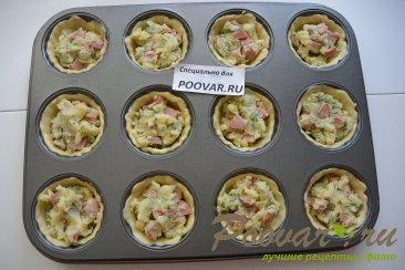 Корзиночки из слоеного теста с картофелем и сосисками Шаг 7 (картинка)