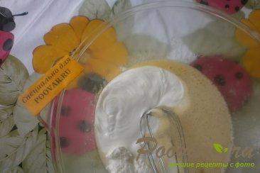 Пирог с клубникой в сметанной заливке Шаг 5 (картинка)