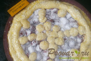 Пирог с малиной и сгущёнкой Шаг 10 (картинка)
