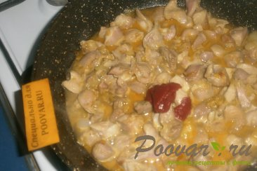 Куриные желудки с луком и томатом Шаг 8 (картинка)