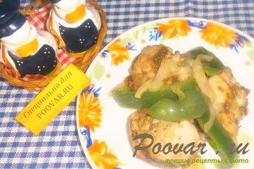 Курица с перцем и луком Изображение