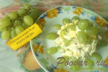 Салат из курицы и винограда Изображение