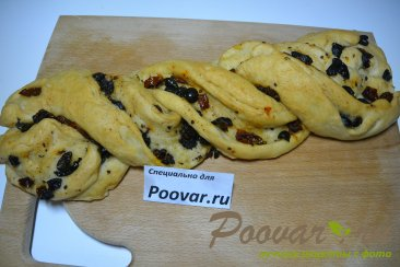 Хлеб-багет с вялеными помидорами и маслинами Шаг 9 (картинка)