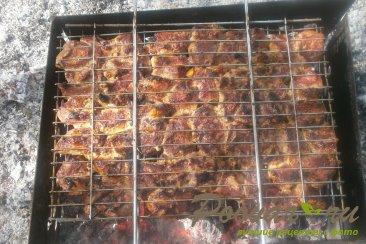 Шашлык из свинины маринованный с луком Шаг 9 (картинка)