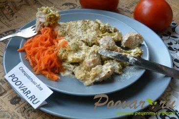 Куриная грудка с брокколи запеченная под сливочным соусом Изображение