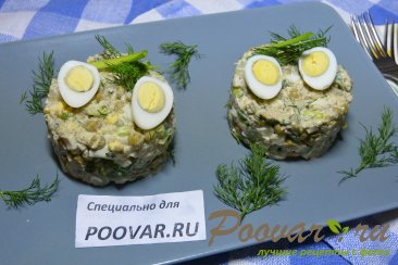 Салат из рыбных консервов с картофелем и яйцом Изображение
