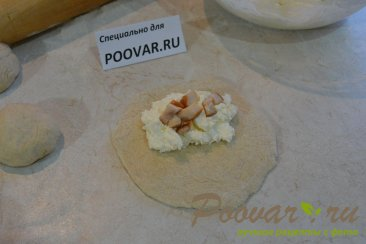 Пирожки с творогом и сыром из дрожжевого теста Шаг 9 (картинка)