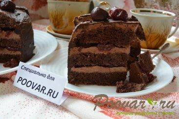 Шоколадный торт с шоколадным кремом и вишней Изображение