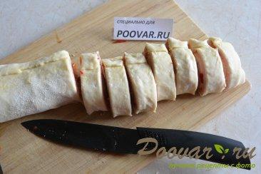 Рулетики из слоеного теста с колбасой и сыром Шаг 6 (картинка)