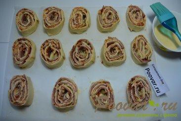 Рулетики из слоеного теста с колбасой и сыром Шаг 7 (картинка)