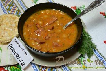 Тушеная фасоль с колбасками в томатном соусе Изображение