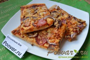 Пицца домашняя с колбасой и сыром Изображение
