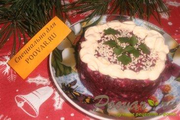 Свекольный салат с плавленым сыром Изображение