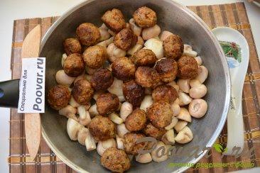 Фрикадельки с грибами в сливочном соусе Шаг 9 (картинка)