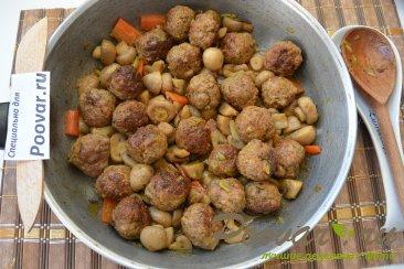Фрикадельки с грибами в сливочном соусе Шаг 10 (картинка)